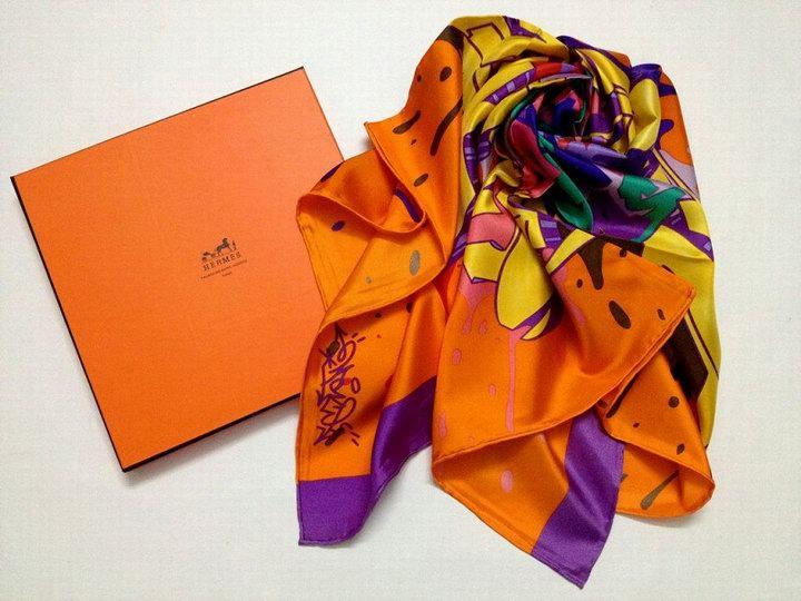 echarpe hermes homme pas cher foulard hermes photos foulard hermes tsubas. Black Bedroom Furniture Sets. Home Design Ideas